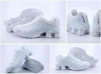 on sale dcbf4 16225 Chaussures Nike Shox R4 Homme H31 Noir Blanc