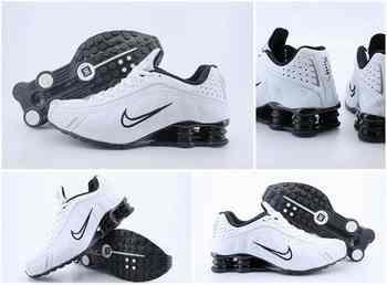 free shipping 69e74 91d38 Chaussures Nike Shox R4 Femme F10 Noir Blanc